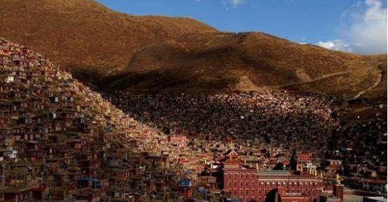 世界最大的佛教学院——色达佛学院